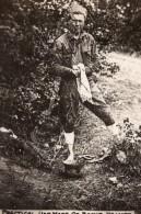Casque De Soldat Allemand Utilise Comme Cuvette WWI Ancienne Photo 1914-1918 - War, Military
