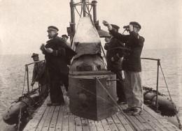 Hommes Sur Un Sous-Marin En Pleine Mer Jumelles WWI Ancienne Photo 1914-1918 - Guerre, Militaire
