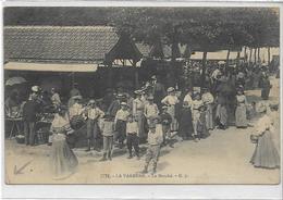94 LA VARENNE . Le Marché Animé , Beau Plan , édit : G I , écrite En 1911 , état Extra - France