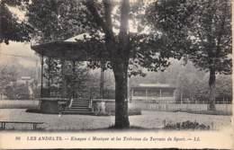27 - LES ANDELYS - Kiosque à Musique Et Les Tribunes Du Terrain De Sport - Les Andelys