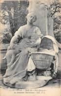 """59 - LILLE - Motif Du """"Petit Quinquin"""" Du Monument Desrousseaux - Lille"""