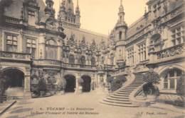 76 - FECAMP - La Bénédictine - La Cour D'honneur Et L'entrée Des Bureaux - Fécamp
