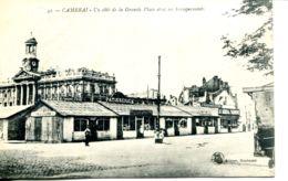 N°2160 A -cpa Cambrai -un Côté De La Grande Place Avec Ses Baraquements- - Cambrai
