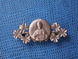 BROCHE  ANCIENNE RELIGIEUSE - Métal Argenté / 40 Mm. Sur 18 Mm. // Poids 5,15 Grammes - Other