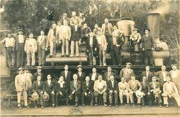 Cpa Carte Photo Locomotive N° ..59 Et Personnel ( 42 Personnes ) - Trains