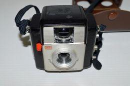 LOT APPAREIL PHOTOS EN BAKELITTE ET UN A SOUFFLET KODAK - Cameras