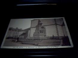 Cp   Ecrite Ile De Groix Le Monument  Aux Morts Et La Place  Datee De 1937 - Groix