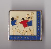 PIN'S THEME HANDBALL CLUB DE VALENTON EN VAL DE MARNE - Handball