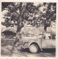Photo De 2 CV Citroën   Prise En Afrique  Près Du Barrage D'Ayamé Côte D'Ivoire - Cars