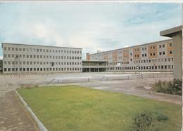BRUYERES EN VOSGES (88). Lycée Nationalisé Mixte. Vue Sur L'Externat Et L'Internat. Terrain De Sport (Ecoles) - Bruyeres