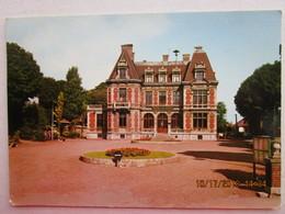 CP 59 PHALEMPIN  - L'hôtel De Ville  Et Le Rond Point Avec Le Sens Giratoire  - Mairie  1970 - Autres Communes