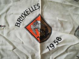 EXPOSITION INTERNATIONALE UNIVERSELLE  BRUXELLES  ANNÉE 1958 VIEUX FOULARD EXPO 58 - Obj. 'Remember Of'