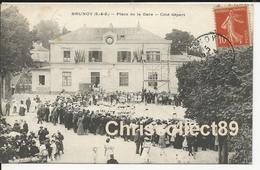 Carte Postale : Brunoy Place De La Gare , Coté Départ - Brunoy