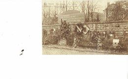BELGIUM  - VINTAGE POSTCARDS- DINANT -ARRETE ET SALUE- PLACE DU FAUBURG S.PAUL TOMB DE 83 DINANTALS FUSILLES LE 23.4.191 - België