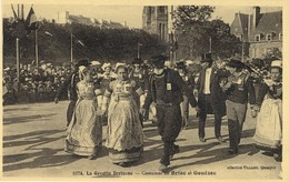 29)    La Gavotte Bretonne Costumes De   BRIEC    Et     GOUEZEC - Gouézec