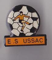 PIN'S THEME  FOOTBALL CLUB DE USSAC  EN CORREZE - Football
