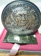 J BALME MÉDAILLE-CHEVALET CHRISTOPHE COLOMB 1492-1992 PAR SANTUCCI CUIVRE PATINÉ ARGENT ANTIQUE - Other