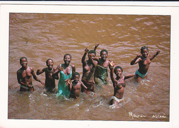 Baignade Dans La BIA  -  Jeunes Filles Seins Nus - - Ivory Coast