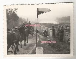 WW2 PHOTO ORIGINALE Soldats Allemands à FONTAINE LE PORT Près Nangis Melun 77 SEINE ET MARNE 16 Juin 1940 - 1939-45