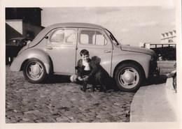 Photo De Voiture 4 CV Renault   Avec Enfant Et Son Chien - Cars
