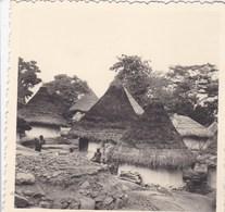 Huit Photos Originales De Côte D'Ivoire Visite D'un Village Près De Ayamé  Années 50 - Places