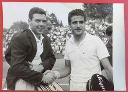 21-7-1961 Tennis Coupe Davis à Roland Garros Pietrangeli Italie Bat Français Darmon 13x18 Cms - Sports