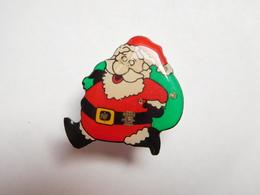Pére Noël Lumineux Avec Pile ( No Pin's ) , Ne Fonctionne Pas  ( Pas D'envoi Hors De France ) - Pins