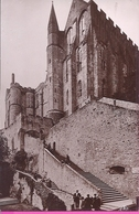 50 -- MONT SAINT MICHEL -- ENTRÉE DE L'ABBAYE-- ANIMATION -- CARTE PHOTO - Le Mont Saint Michel