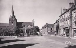 CPSM Photo  : Condé Sur Noireau (14)  Place Saint Martin    Bar Tabac   Ed  Gaby  N° 4 - Autres Communes