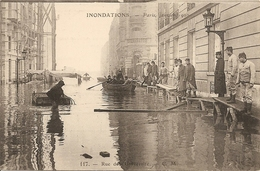 Cpa Paris Inondations 1910 Rue De L'inivercsité - Inondations De 1910