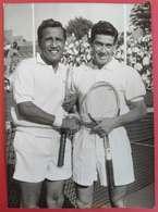 16-9-1961 Tennis L'Australien Ken Rosewall Bat Pancho Segura Championnat Du Monde à Roland-Garros 13x18 Cms - Sports
