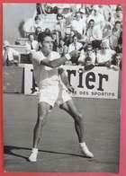 1955-1965 Tennis Belle Attitude D'un Joueur à Rechercher à Une Coupe Ou Championnat France éditeur AGIP Cohen 18x13 Cms - Sports