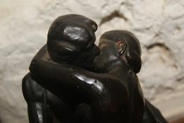 Statut Le Baiser De Rodin En Bronze - Brons