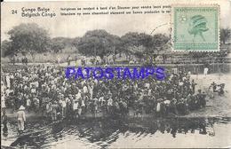 101741 AFRICA CONGO BELGE BELGIUM BELGISCH CONGO COSTUMES NATIVE INDIGENES REACHING ABOARD A STEAMER POSTAL POSTCARD - Postcards