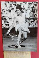 4-7-1961 Tennis Championne Australienne Miss Margaret Smith à Wimbledon En Action éditeur ADP Paris 18x13 Cms - Sports
