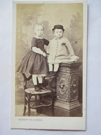 Photographie Ancienne CDV - Frère Et Soeur - Epoque Napoléon III -  Photo Thobert De Cassien, Marseille -  TBE - Photographs