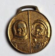 Médaille Astronaute Armstrong Gagarine Magnard Concours Vacances Effort Progrès Conquète De L'espace - Other
