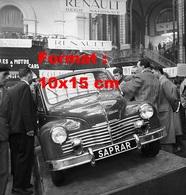 Reproduction D'une Photographie De La Nouvelle Renault Saprar Au Salon Automobile De Paris De 1948 - Reproductions