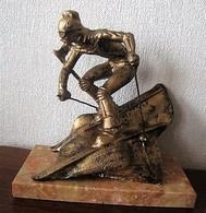 Grand TROPHÉE SKI Piste - Descente - Slalom En Résine Couleur Bronze AVEC MARBRE  - H. 28 Cm - Winter Sports
