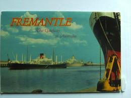 Australië Australia WA Fremantle Map/ Folder  With 14 Very Nice Photo's - Fremantle