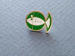 PIN'S SENSAS PECHE POISSON - Badges