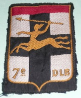 Rare Ancien écusson En Tissu, Militaria, 7e DLB Division Légère Blindée, Centaure Avec Lance/javelot, Besançon ??? 7 E - Ecussons Tissu