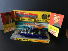 Gun Firing Trush-Buster. The Man From U.N.C.L.E. Voiture Corgi Toys Dans Son Décor En Carton + Bague. - Merchandising