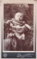 ANTIQUE CDV PHOTOGRAPH -  BABY LYING IN FURS.  NO  STUDIO - Photographs