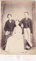 ANTIQUE CDV PHOTOGRAPH -  LADY WITH 2 MEN. NEWTON STEWART STUDIO - Photographs