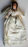 Belle Poupée Ancienne Communiante Médaille Vêtement Broderie - Dolls