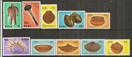 ILES FIDJI. Son Artisanat Local, , 2 Séries Complètes, 10 Timbres Neufs **  Côte 10,00 Euro - Fidji (1970-...)
