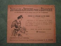 Initiales & Dessins Pour La Broderie - Lettre D (enveloppe+4 Lettres à Décalquer) - Sonstige