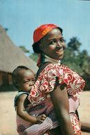 CARTE POSTALE D'AFRIQUE - JEUNE MAMAN - L'AFRIQUE EN COULEURS - Postcards