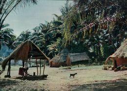 CARTE POSTALE D'AFRIQUE -L'EVEIL AU VILLAGE - L'AFRIQUE EN COULEURS - Postcards